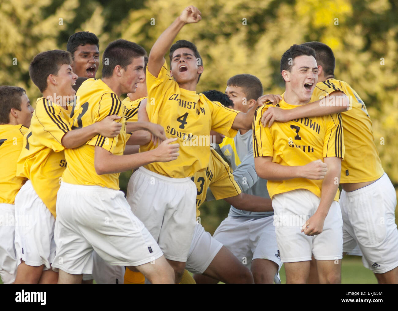 Thiells, New York, USA. 18th Sep, 2014. Clarkstown South players celebrate after ADAM GLOSKIN (7) scored with 6.7 - Stock Image