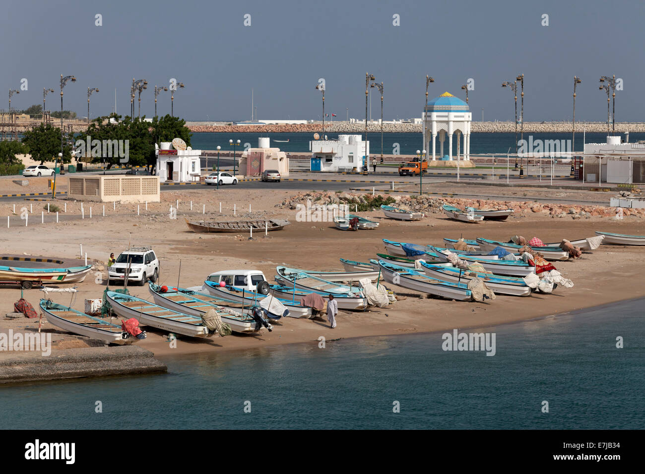 Fishing boats on the beach, near Sur, Ash Sharqiyah province, Sultanate of Oman, Arabian Peninsula - Stock Image