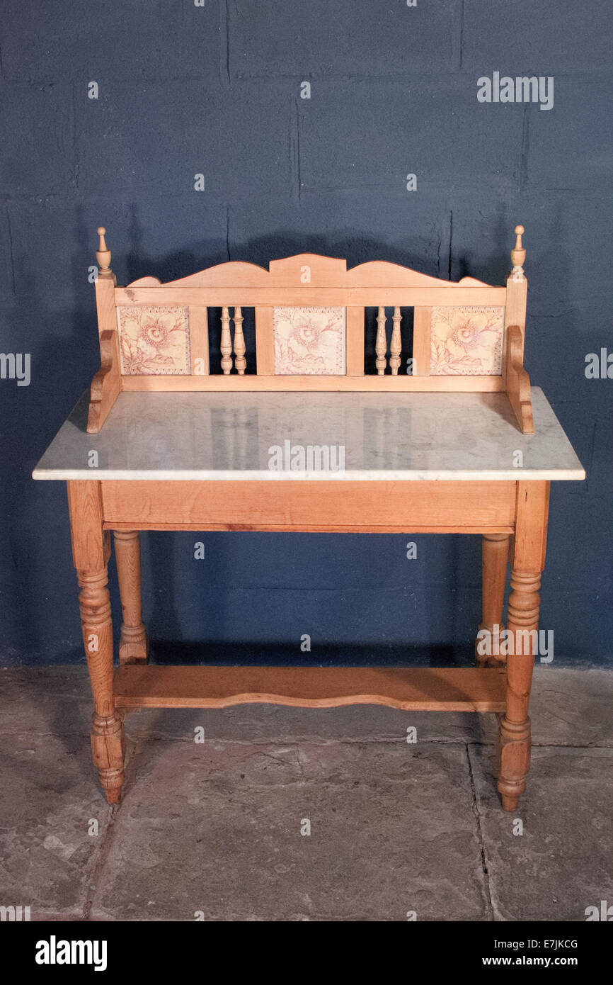 Victorian art nouveau pine satinwood marble topped washstand - Stock Image