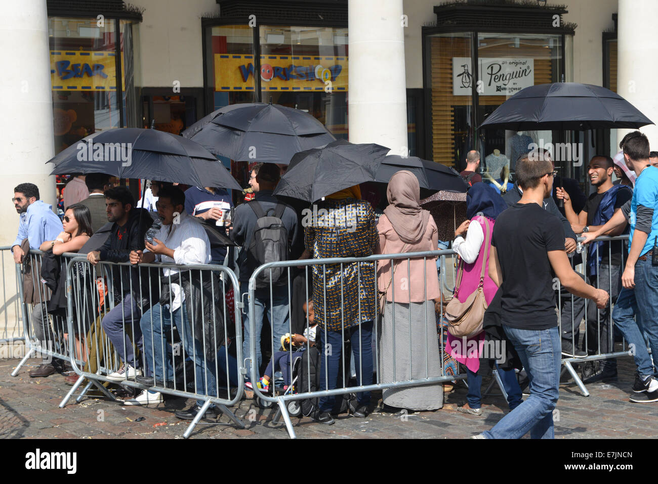 Covent Garden, London, UK. 19th September 2014. A very large queue waits in the sunshine to buy the new iPhone 6 Stock Photo