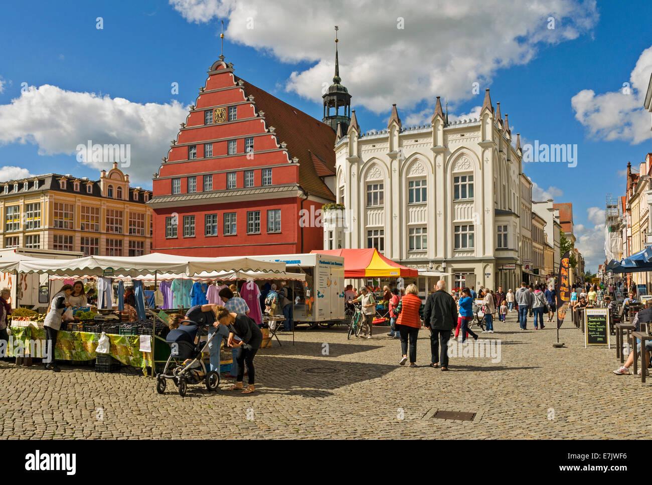 Market Square & Town Hall, Greifswald, Mecklenburg-Western Pomerania, Germany. - Stock Image