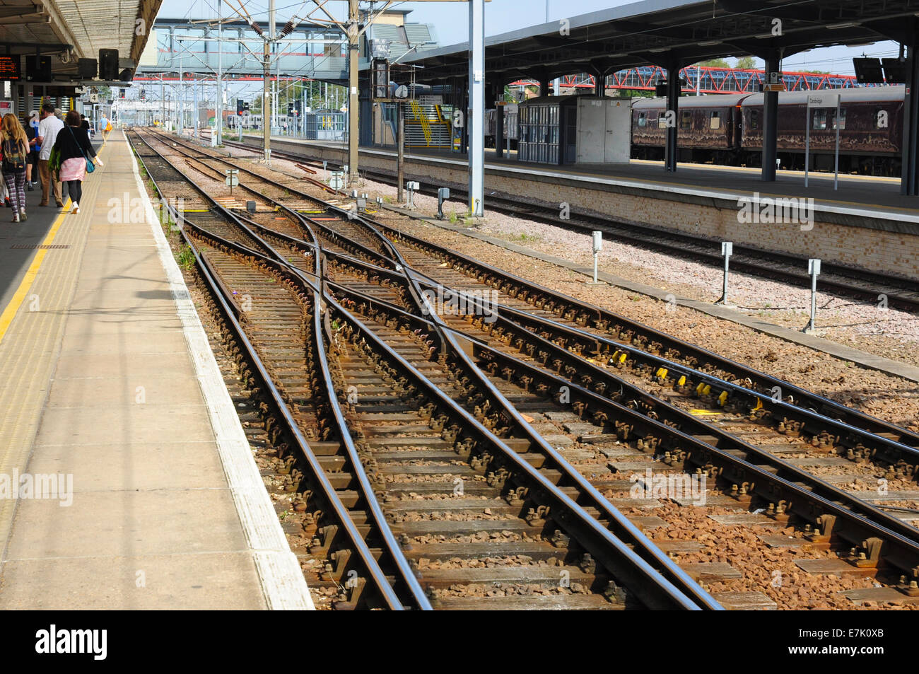 Scissors crossover alongside the platform at Cambridge railway station, Cambridgeshire, England, UK - Stock Image
