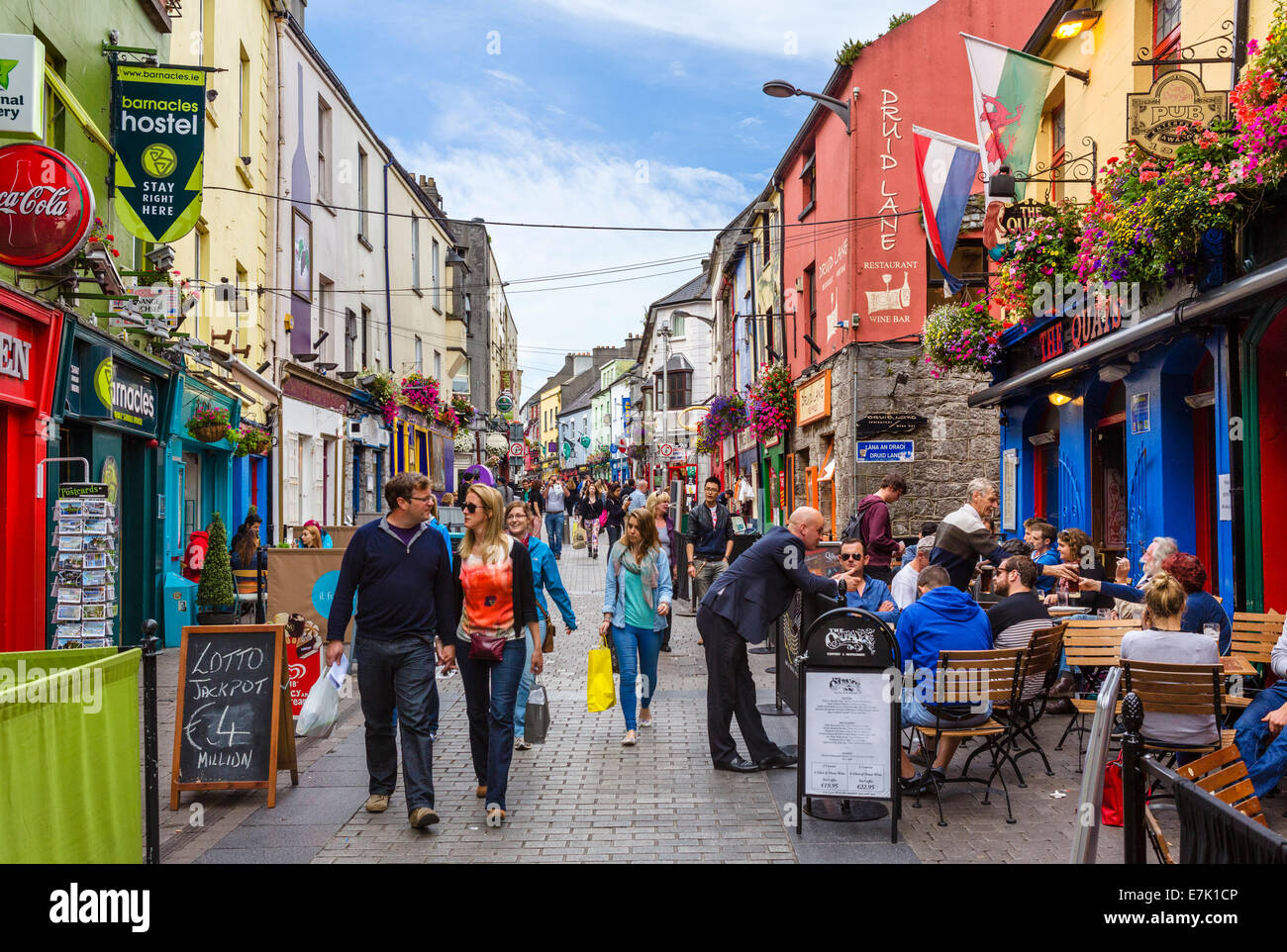 Pubs, restaurants and shops on Quay Street in Galway City Latin Quarter, County Galway, Republic of Ireland - Stock Image