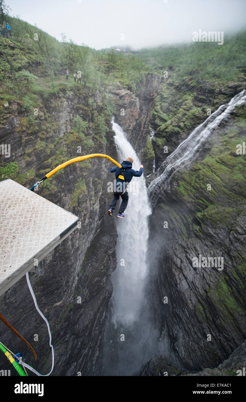 0cfaa4564c9e Bungee Jumping Stock Photos   Bungee Jumping Stock Images - Alamy
