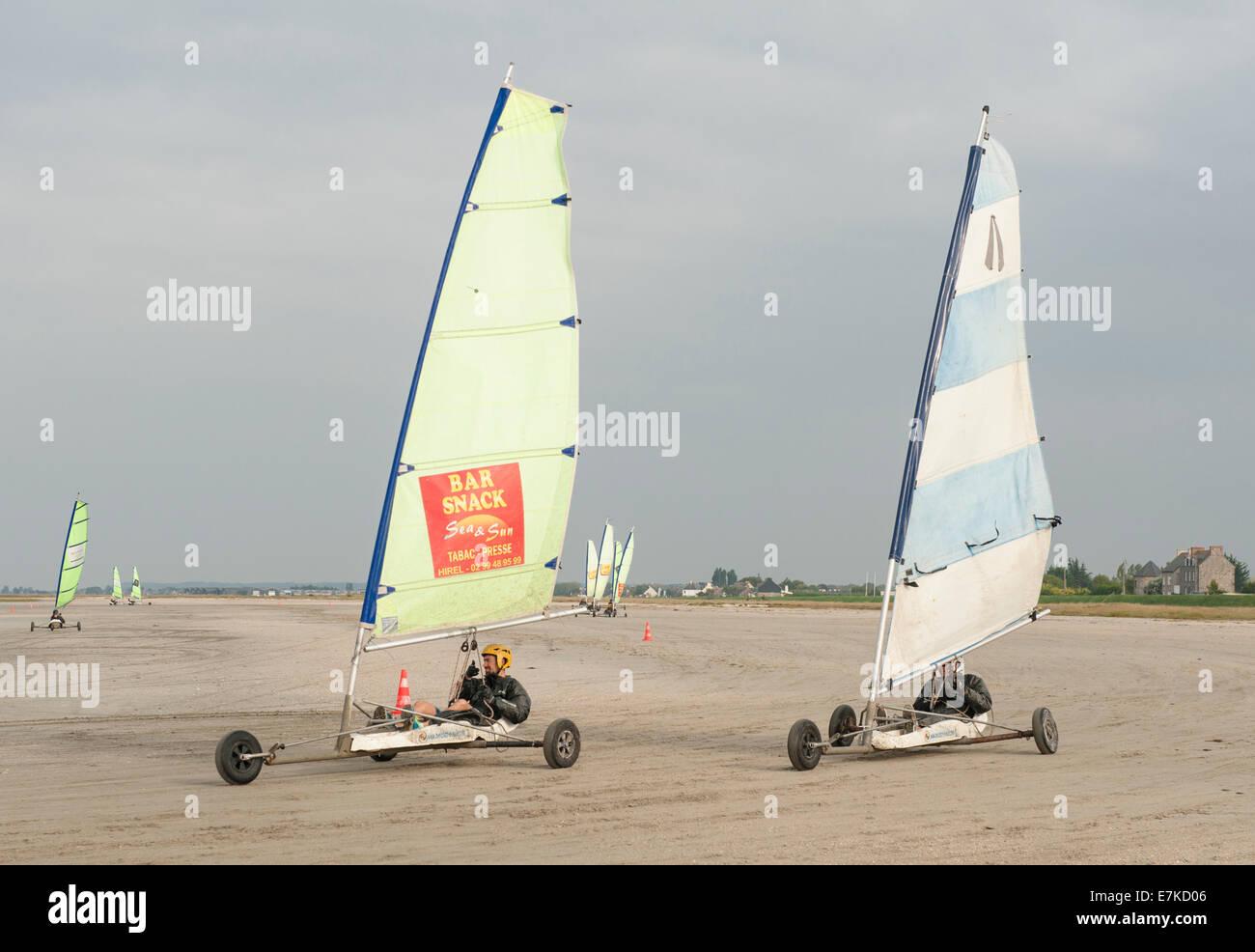 Char à voile, sand sailing, at Vivier-sur-Mer, Brittany, France - Stock Image