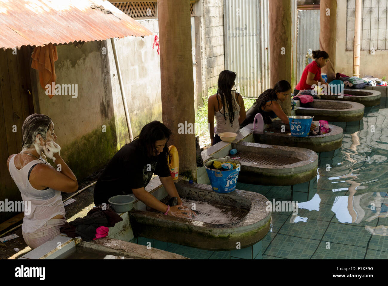 Women washing clothes in a laundry, Livingston, Guatemala - Stock Image