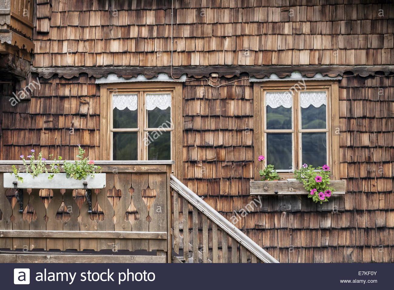 historische hausfassade mit holzschindeln stock photo 73572939 alamy. Black Bedroom Furniture Sets. Home Design Ideas
