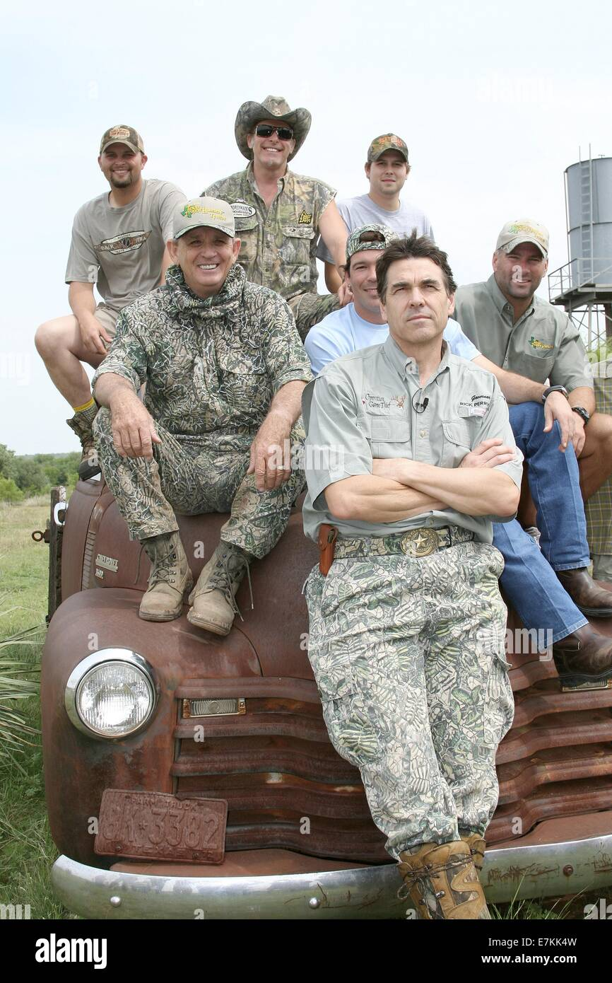 Texas Governor Rick Perry poses with his hunting buddies including heavy metal star Ted Nugent and country music - Stock Image