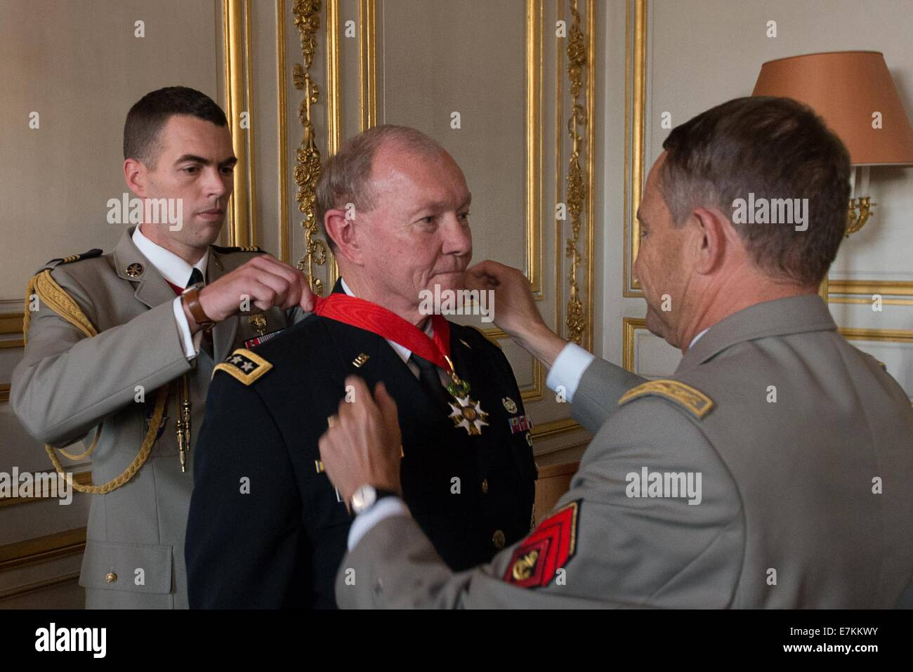 US Chairman of the Joint Chiefs Gen. Martin E. Dempsey  is awarded the Legion of Honor by French Chief of Defense - Stock Image