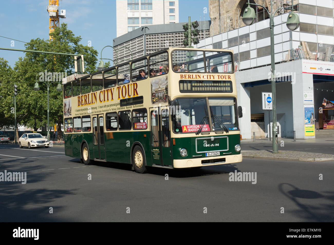 A sightseeing bus travels along Kurfürstendamm, Berlin - Stock Image