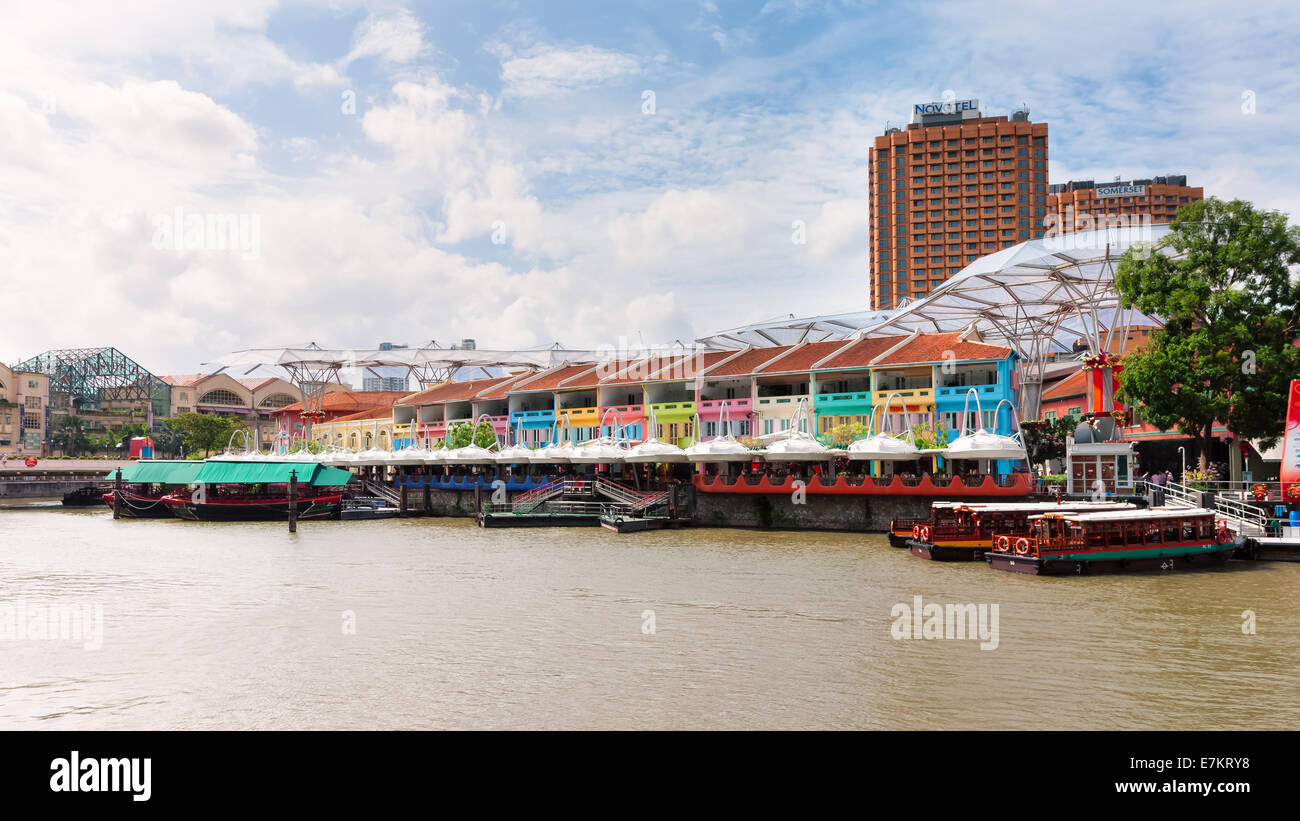Boats lined up along Clarke Quay in Singapore. - Stock Image
