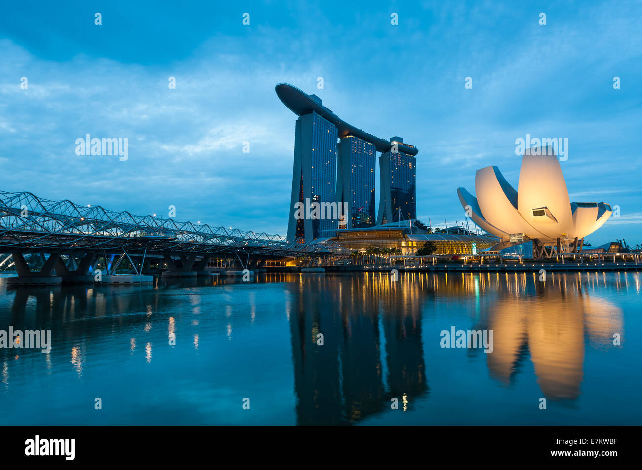 The Marina Bay Sands hotel and Artscience Museum in early morning. - Stock Image