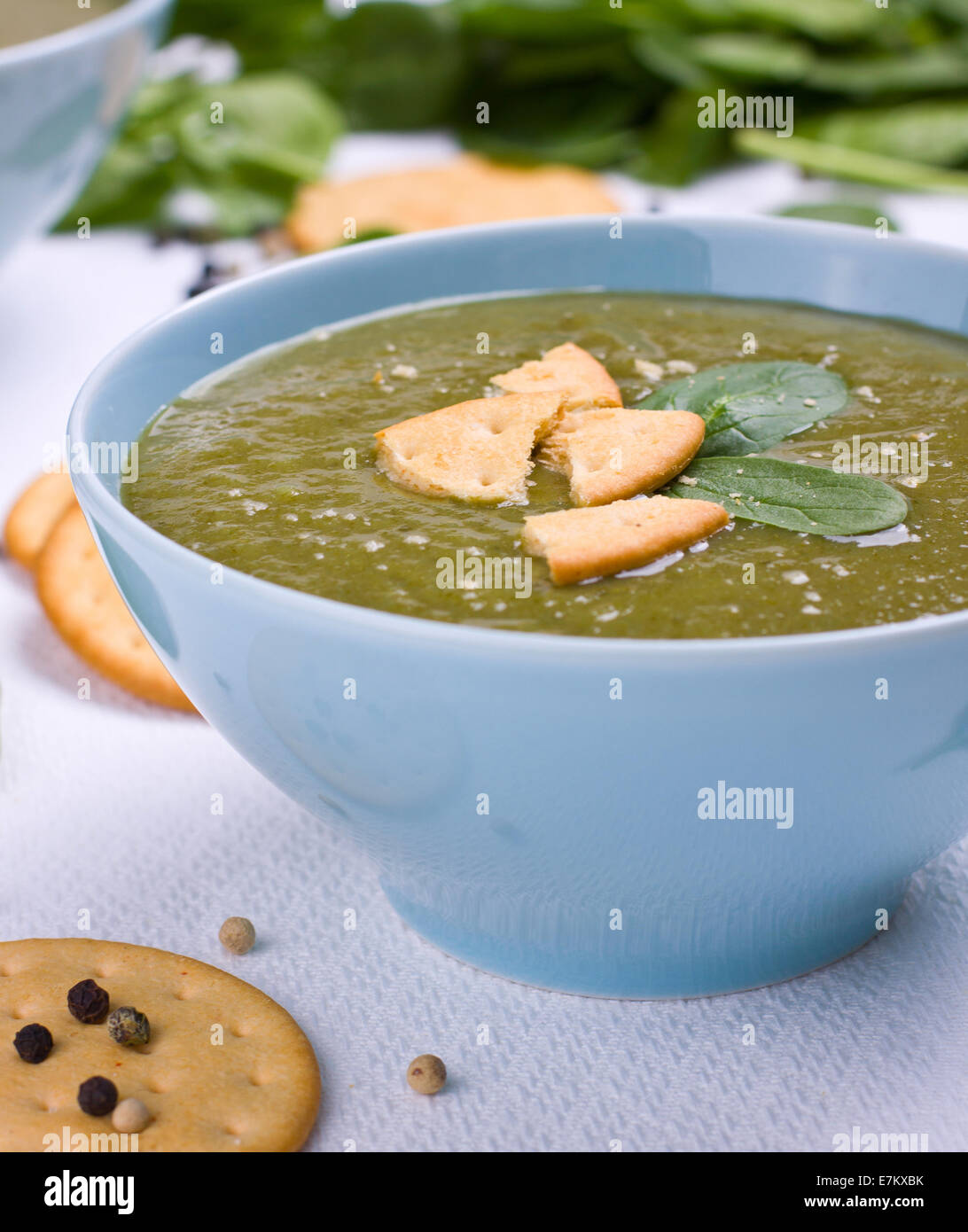 Portion of pureed spinach soup - Stock Image