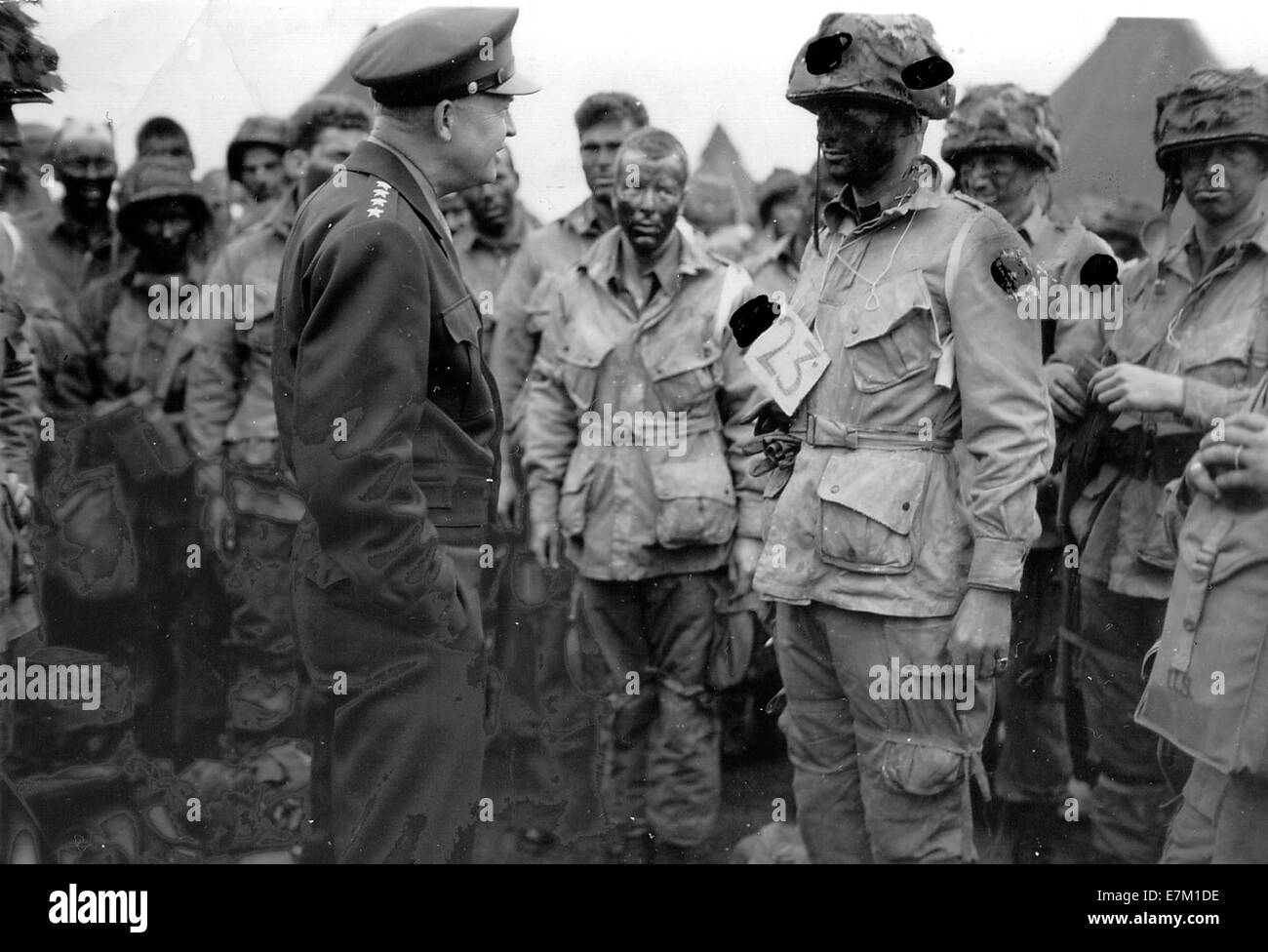 Eisenhower talks with 502 PIR in England - Stock Image