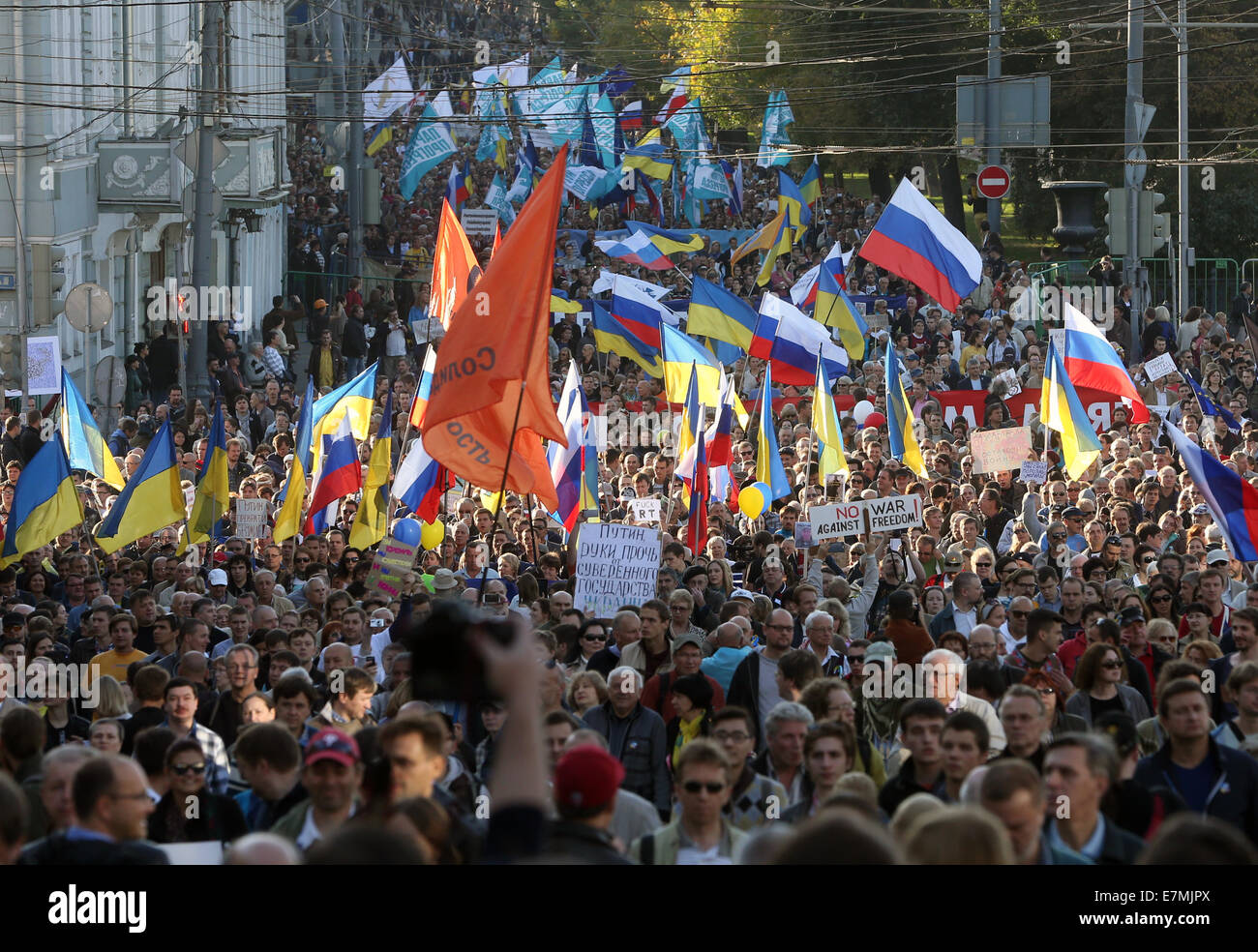 ITAR-TASS: MOSCOW, RUSSIA. SEPTEMBER 21, 2014. Opposition demonstrators stage the Peace March against the war in Stock Photo