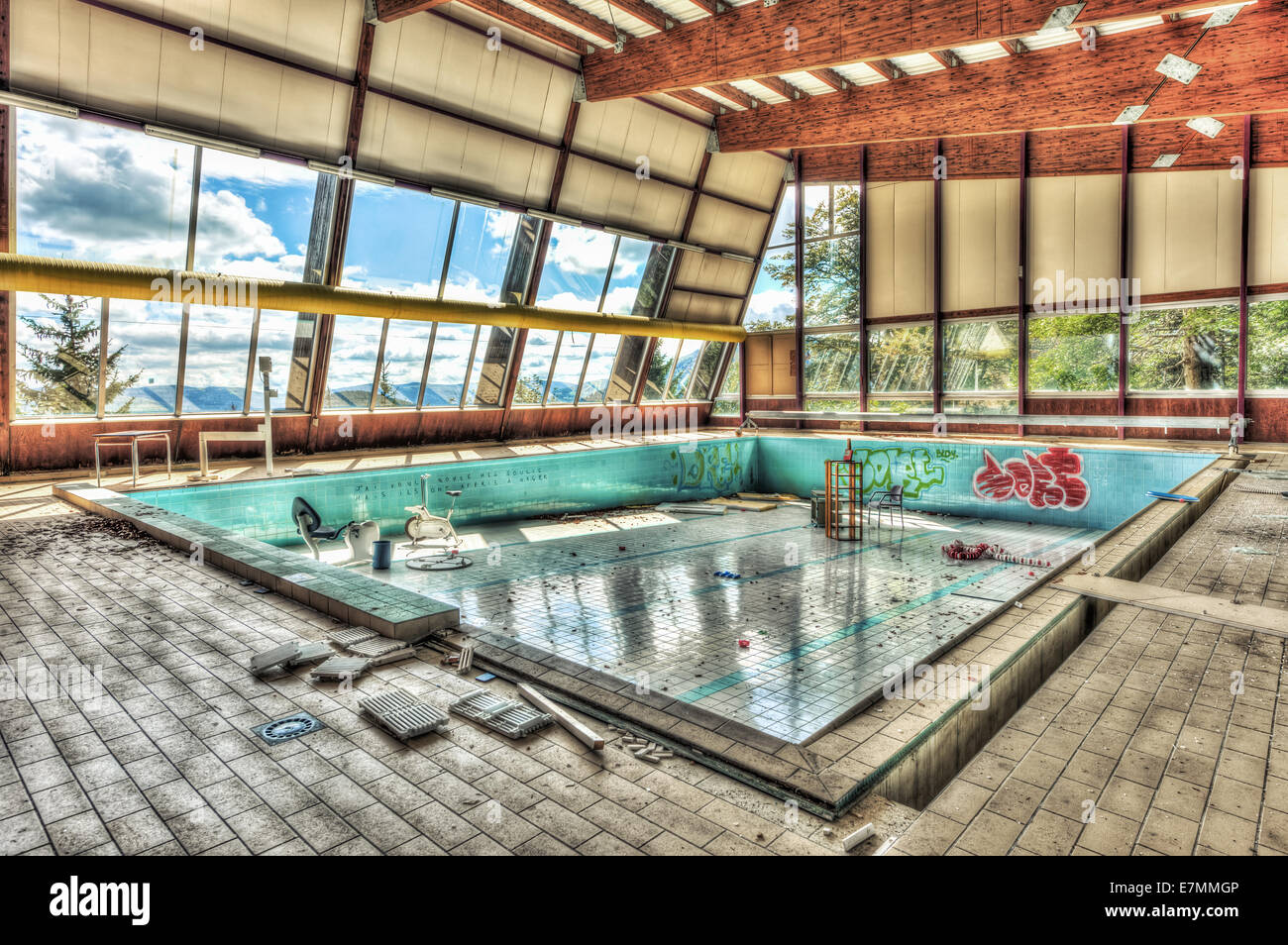 Unused Swimming Pool High Resolution Stock Photography And Images Alamy