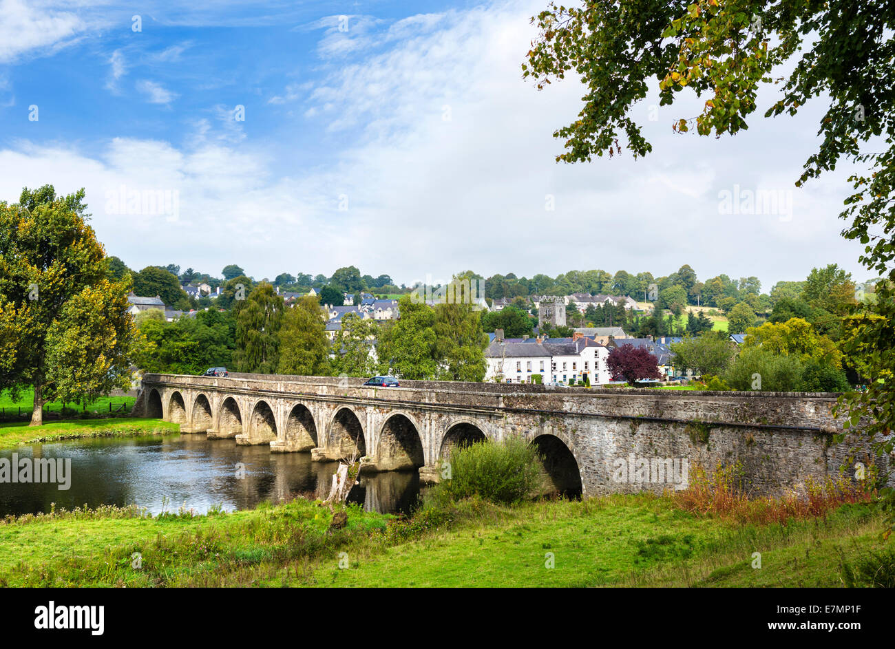 Bridge over the River Nore in Inistioge, County Kilkenny, Republic of Ireland - Stock Image