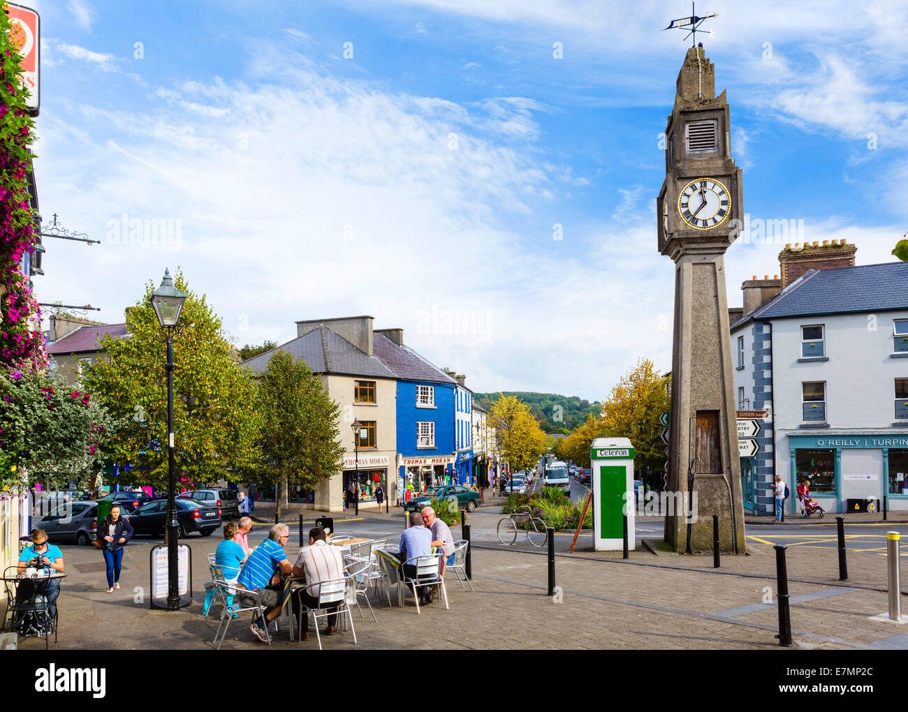 Cafe in front of the Clock Tower, The Octagon, Westport, County Mayo, Republic of Ireland - Stock Image