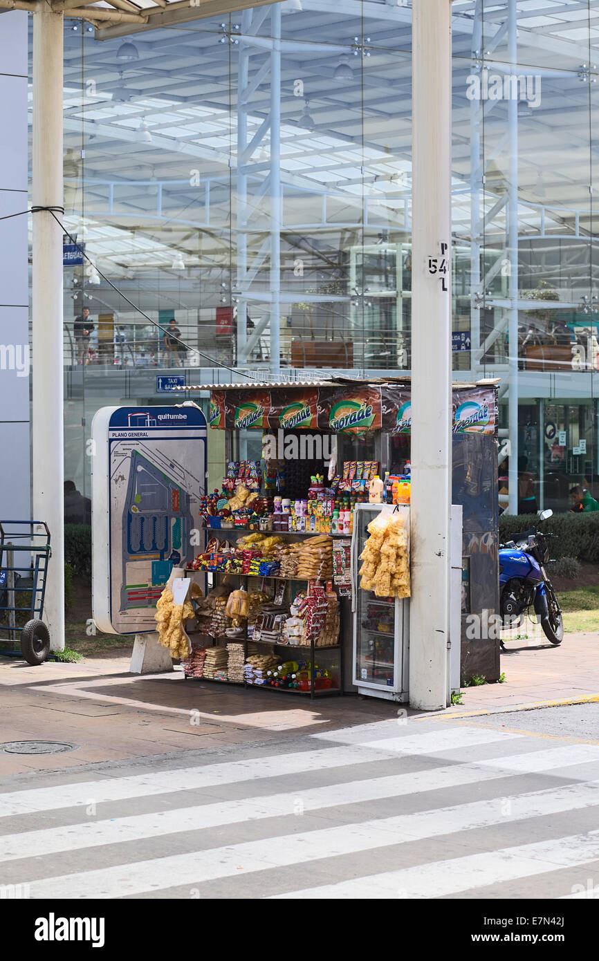 Snack and drink stand outside the Terminal Terrestre