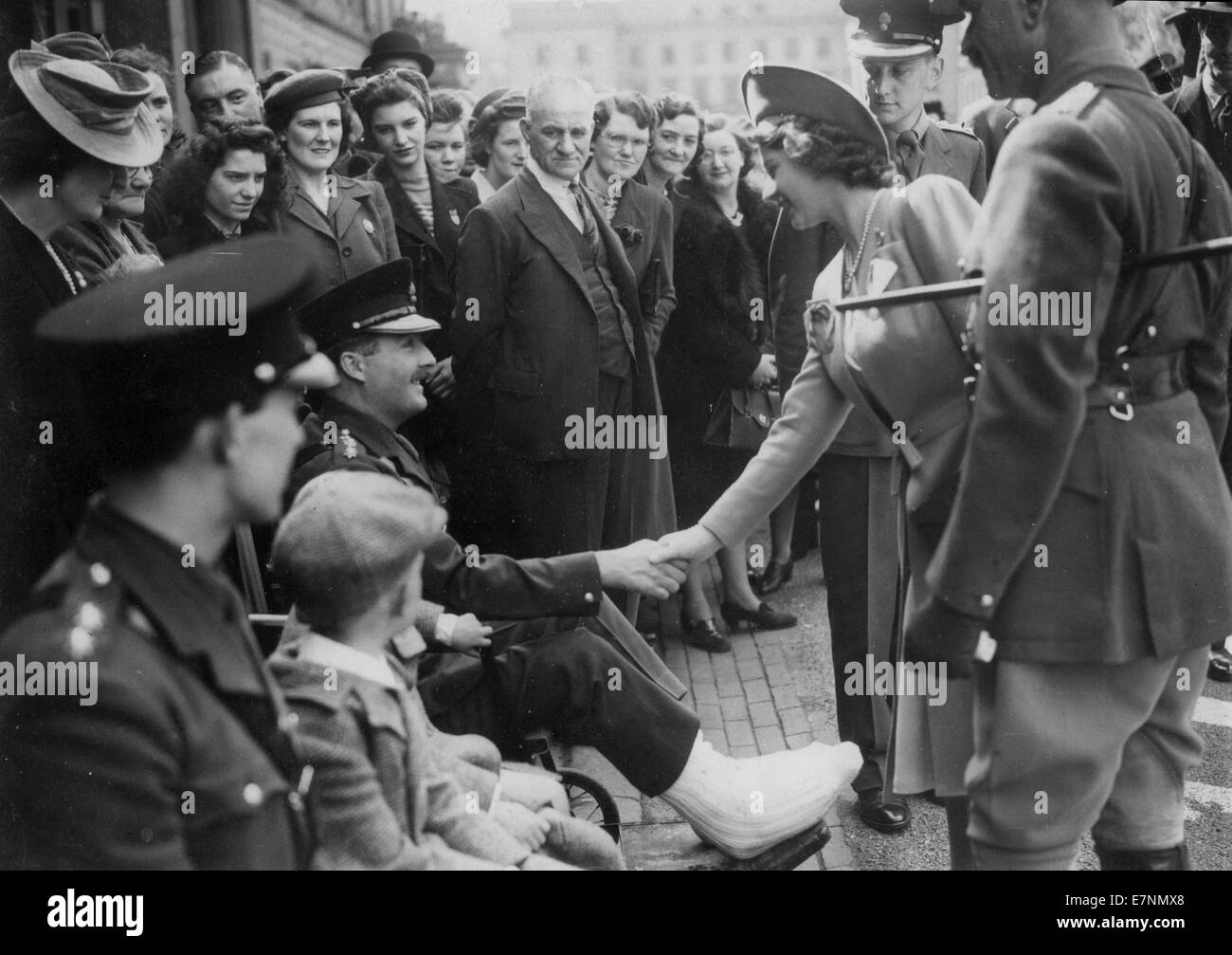 Princess Elizabeth greets wounded soldiers at the end of WW11 - Stock Image