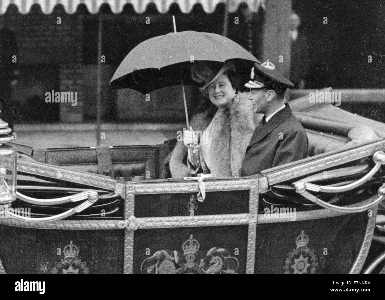 King George V1 and Queen Elizabeth,  in the state landau at the end of WW11 - Stock Image