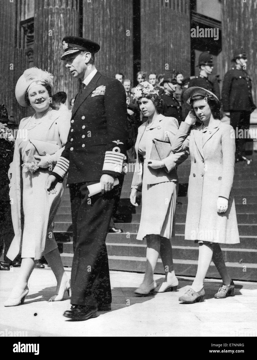 King George, Queen Elizabeth, Princess Margaret and Princess Elizabeth leaving St Paul's cathedral after WW11 - Stock Image