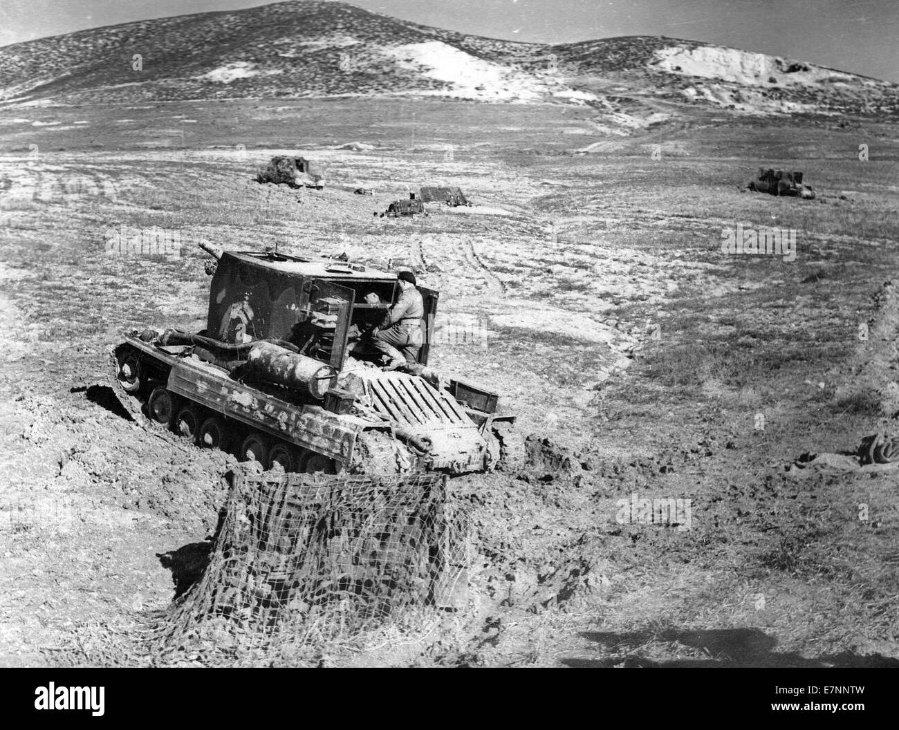 Tunisia. Bishop 25 pounder self-propelled guns in action near Grenadier Hill, 23 March 1943. - Stock Image