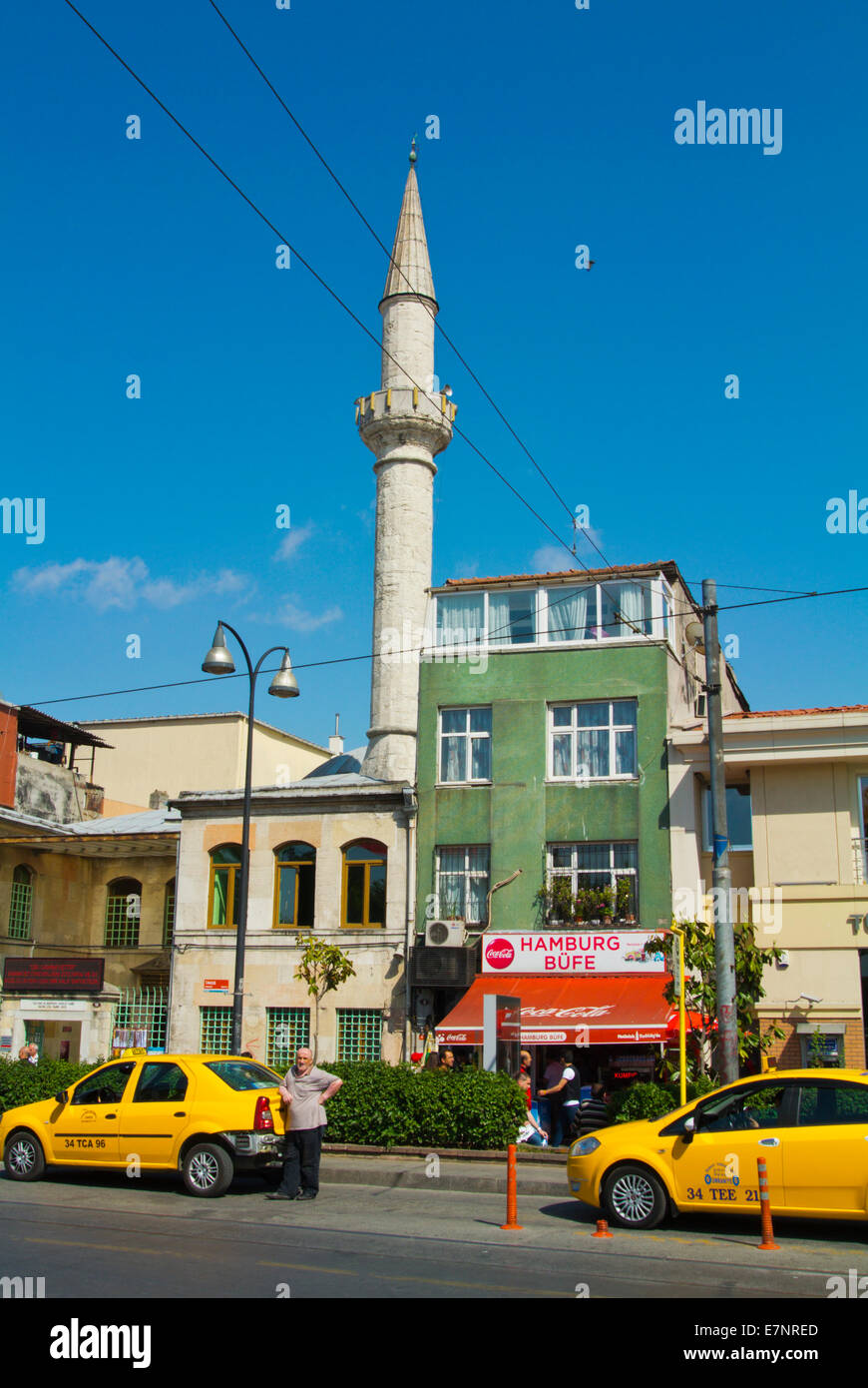 Minaret of Iskele Camii mosque and taxis, Kadiköy district on Asian side, Istanbul, Turkey, Asia Minor - Stock Image