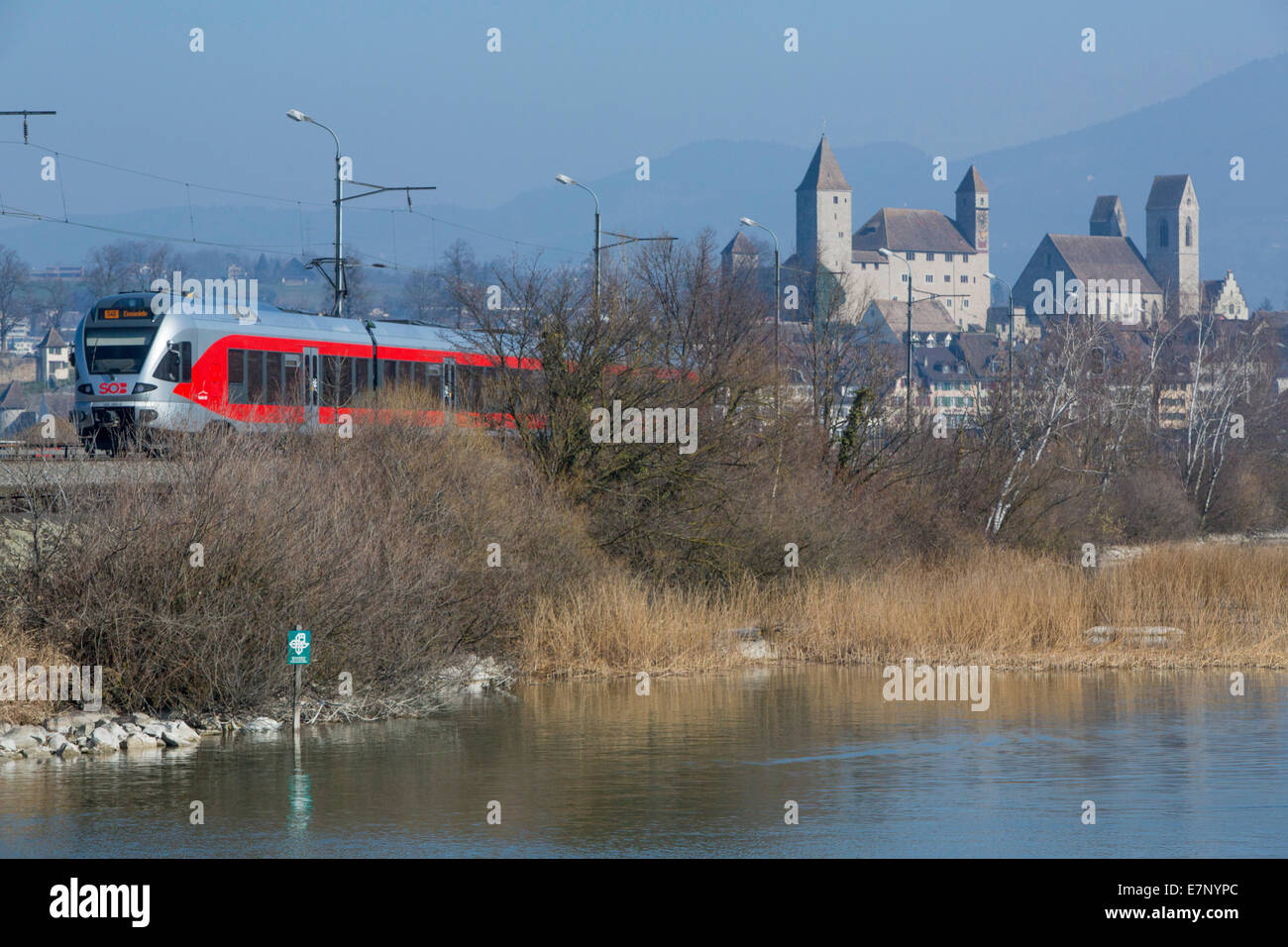 Zurich lake, SOB, lake dam, Rapperswil SG, spring, lake, lakes, town, city, SG, canton St. Gallen, railway, train, - Stock Image