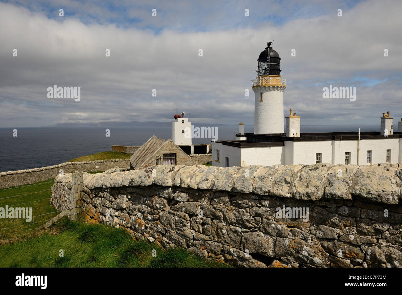 Dunnet Head lighthouse, the most northerly point on the British mainland, overlooking the Pentland Firth and the - Stock Image