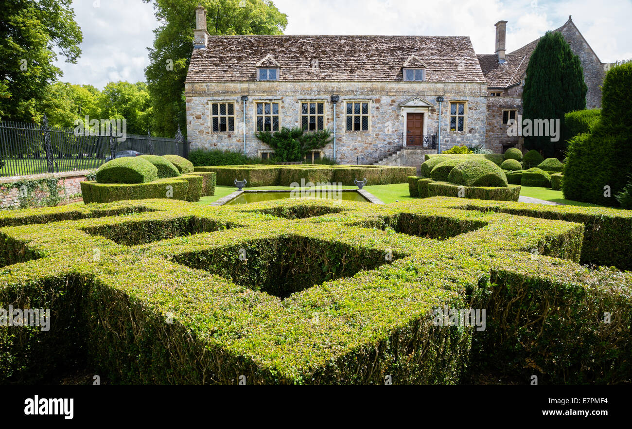 Finely Clipped Yew Topiary Hedges And Formal Pool In The Gardens Of Stock Photo Alamy