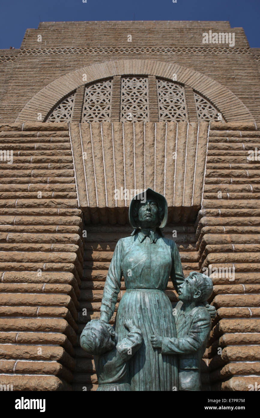 A sculpture of a Voortrekker woman and her children on the outside of the Voortrekker Monument in South Africa. - Stock Image