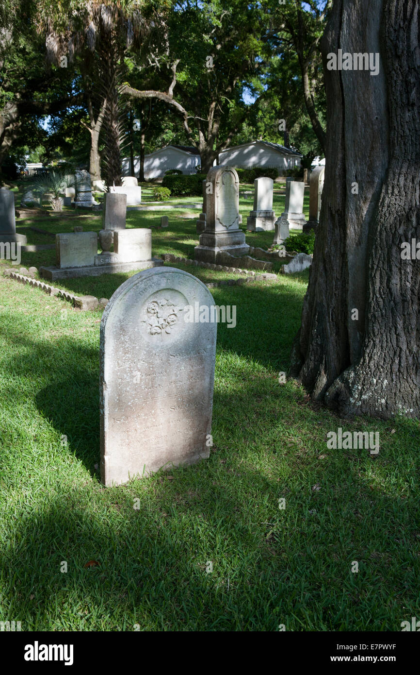 Gravestones in Beth Elohim Cemetery, a Jewish cemetery in Georgetown, South Carolina. - Stock Image
