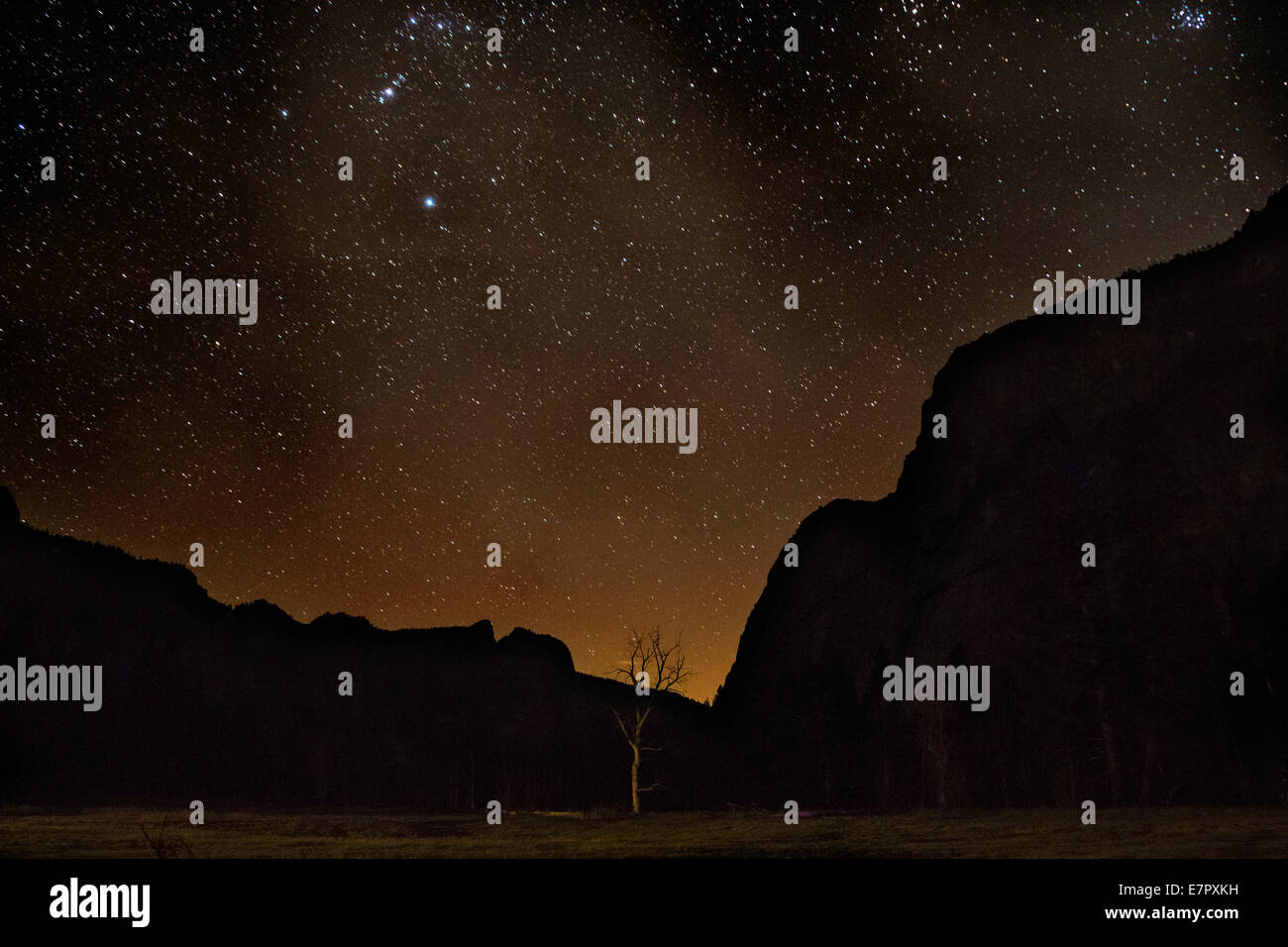 CA02283-00...CALIFORNIA - Night stars over Yosemite Valley shortly before the moon rises in Yosemite National Park. - Stock Image