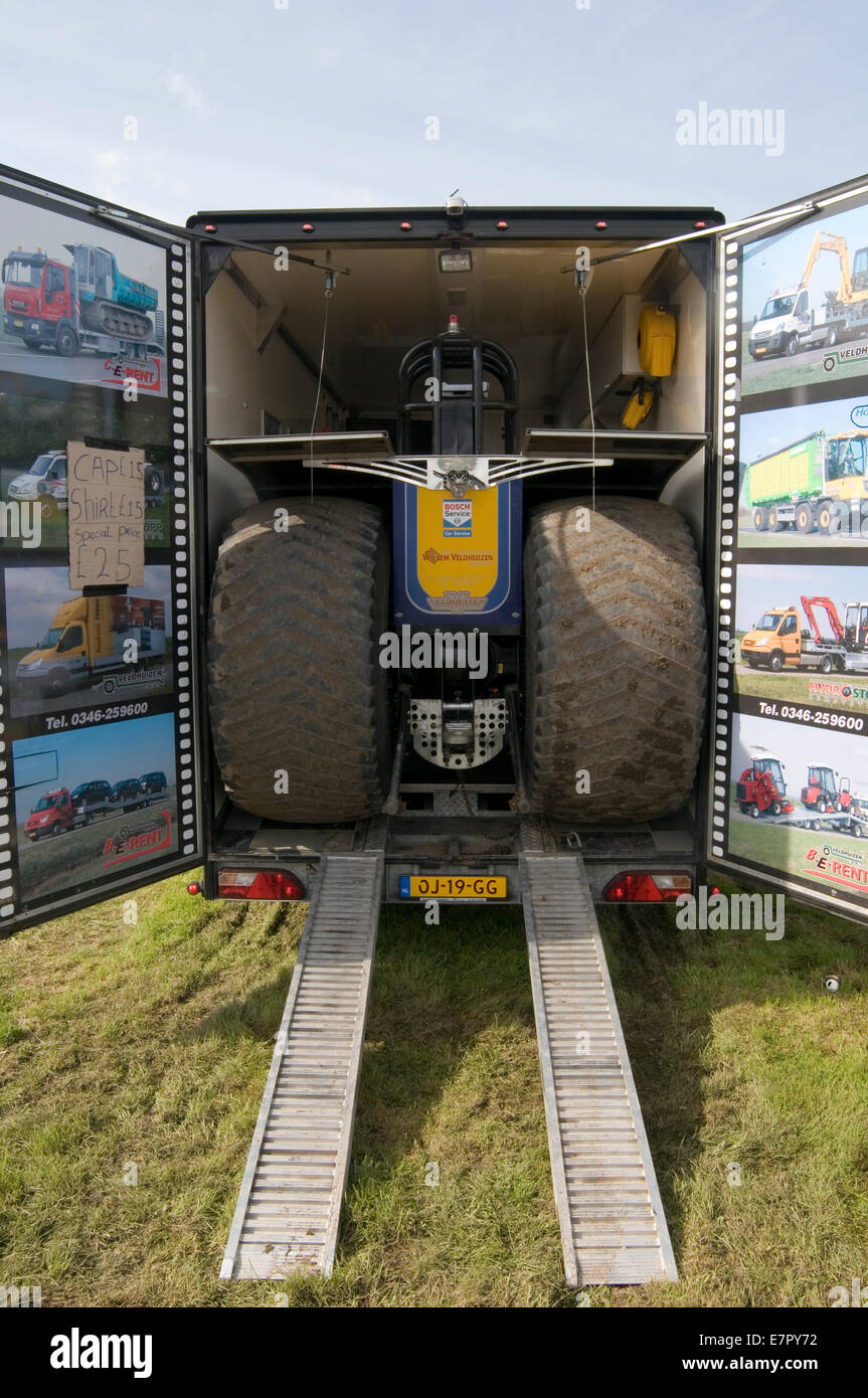 tractor pulling puller pullers tight fit in transporter lorry truck - Stock Image