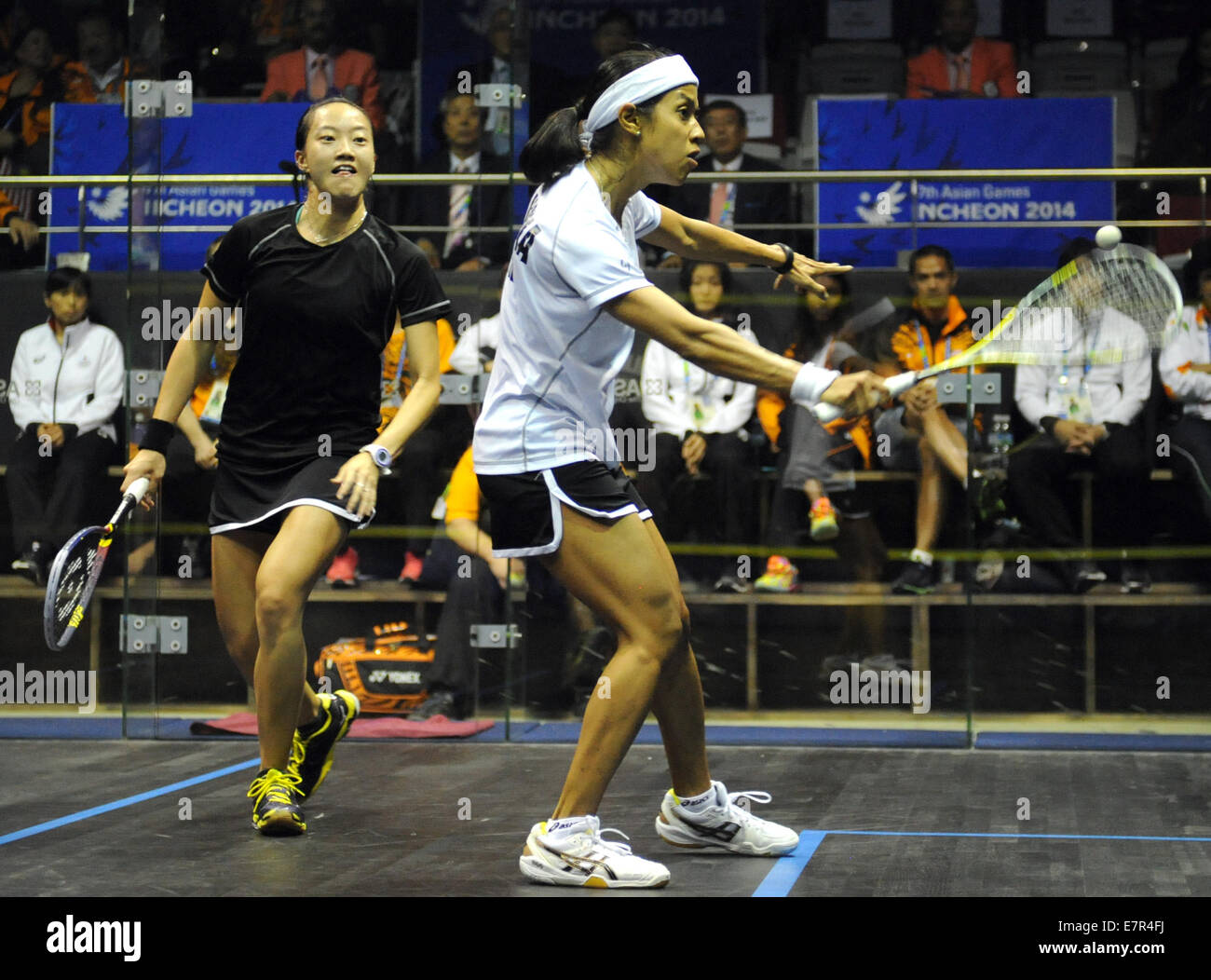 Incheon, South Korea. 23rd Sep, 2014. David Nicol Ann (R) of Malaysia plays a shot against her teammate Low Wee - Stock Image