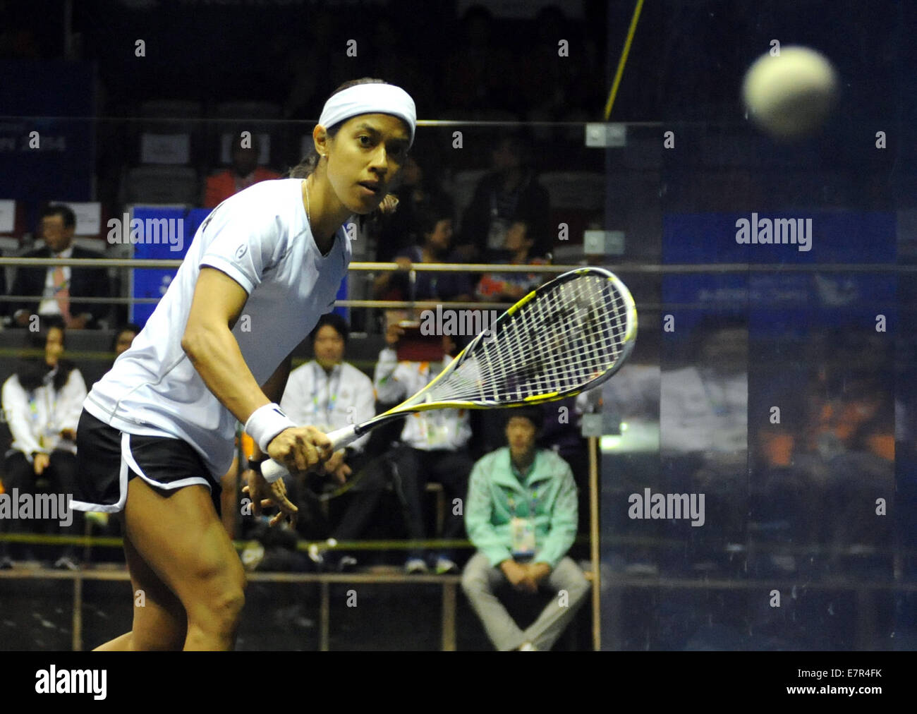 Incheon, South Korea. 23rd Sep, 2014. David Nicol Ann of Malaysia plays a shot against her teammate Low Wee Wern - Stock Image