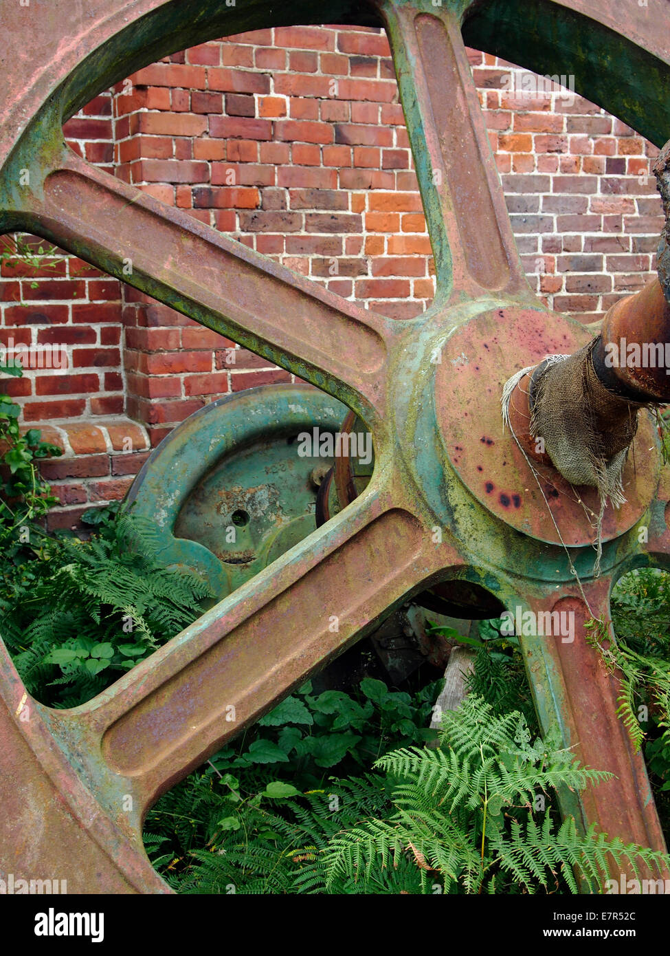 Pulley Wheels Stock Photos & Pulley Wheels Stock Images - Alamy
