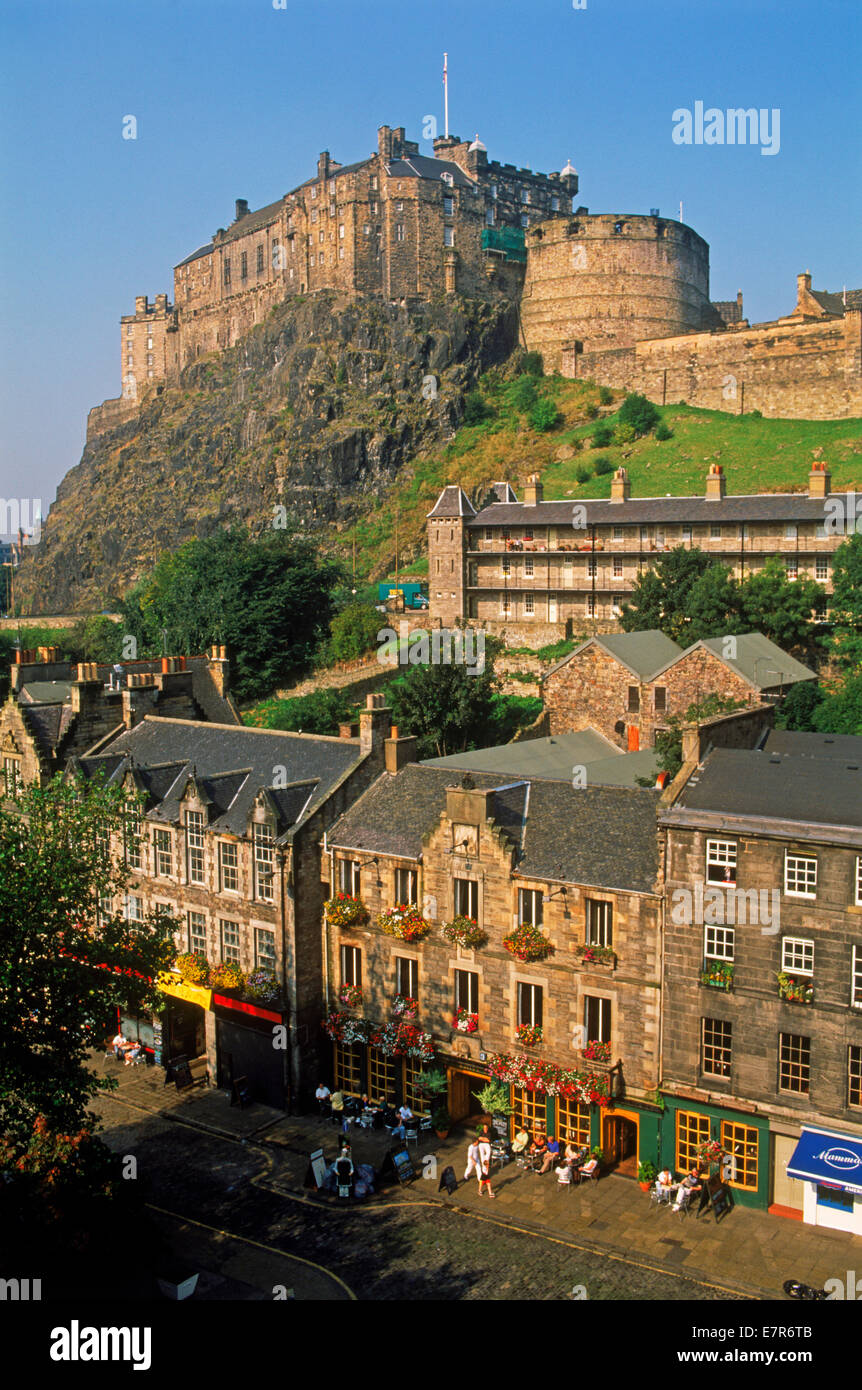 Pubs and taverns at Grassmarket below Edinburgh Castle - Stock Image