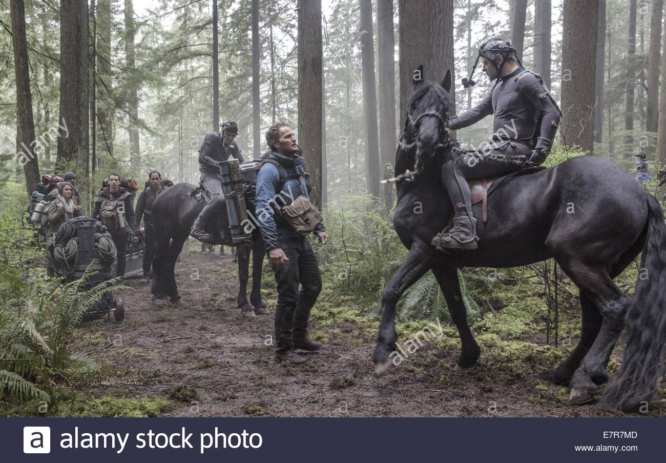Dawn of the Planet of the Apes Year : 2014 USA Director : Matt Reeves Jason Clarke, Andy Serkis Shooting picture - Stock Image
