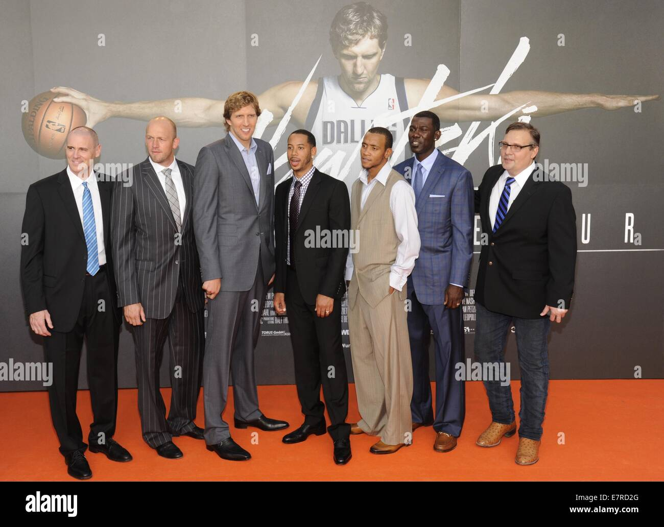 NBA coach Rick Carlisle (L-R), NBA player Brian Cardinal, Dirk Nowitzki, Devin Harris, Monta Ellis, Michael Finley Stock Photo