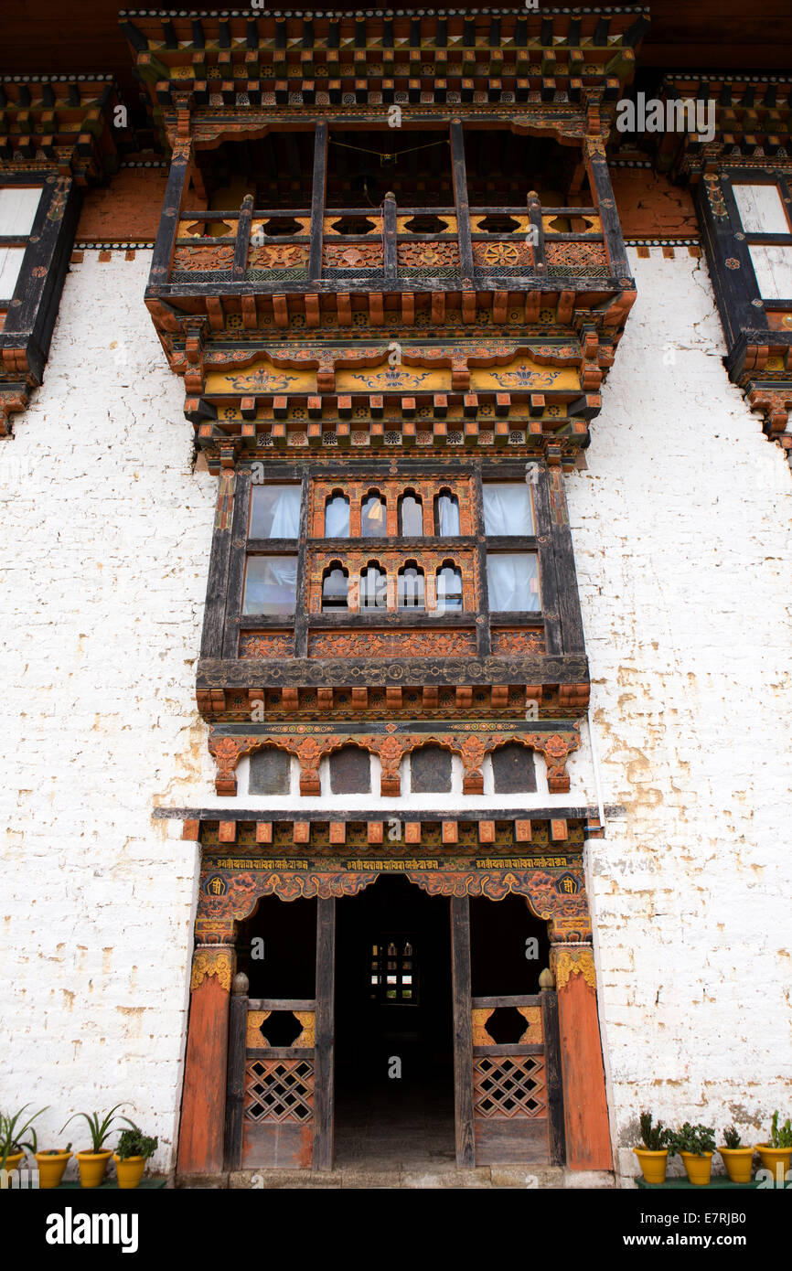 Eastern Bhutan, Trashi Yangtse, old Dongdi Dzong, decorated wooden facade - Stock Image