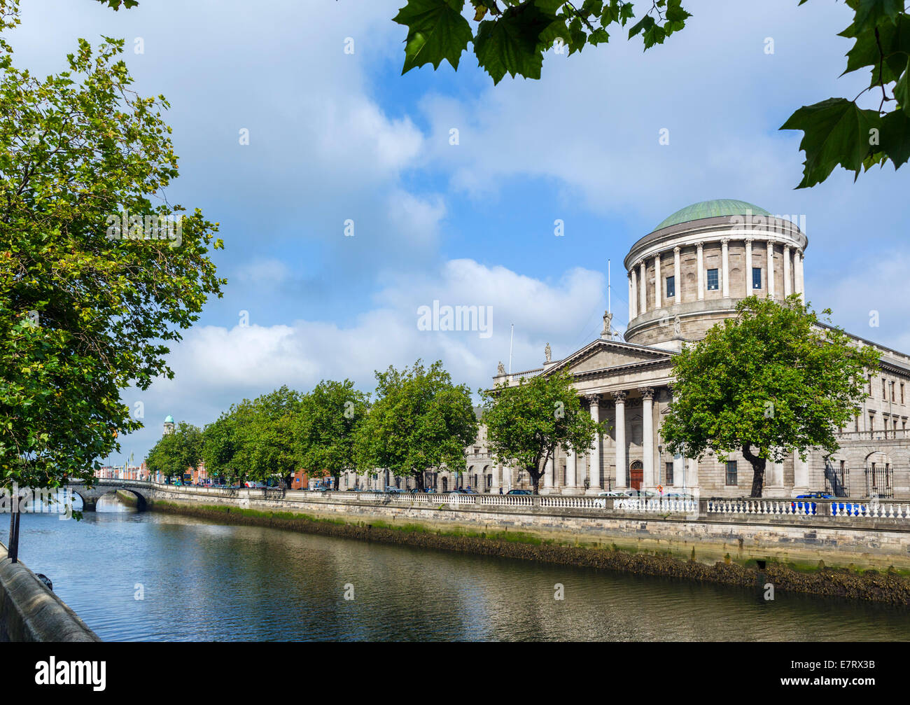 The Four Courts on Inns Quay viewed over the River Liffey, Dublin City, Republic of Ireland - Stock Image