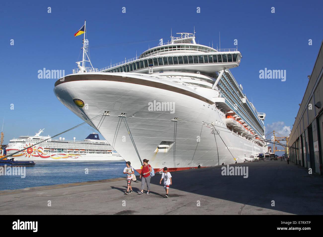 Passenger Ship, Cruise ship, AZURA, Passengers, Port, Shore trip, Holiday, Cruise - Stock Image