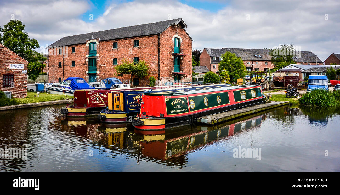 Colourful narrowboats moored at Shardlow Wharf in Derbyshire - Stock Image