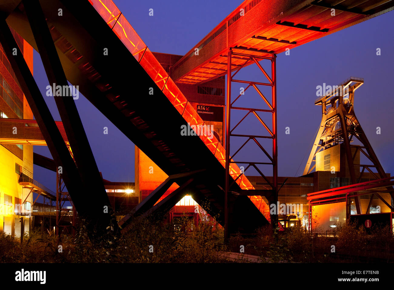 Illuminated gangway to the Ruhr Museum at the Zeche Zollverein Coal Mine Shaft XII with the headframe, Essen, Ruhr - Stock Image