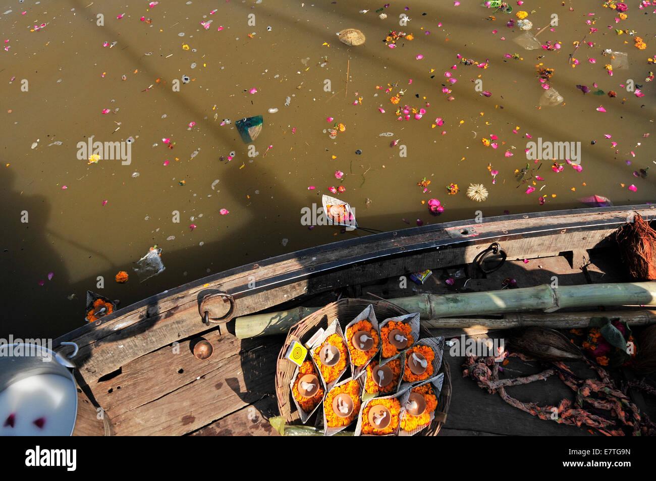 Colors, Water, Women, child, River, India, Ganges River, soul, folk fest, khumb mela 2013, boats - Stock Image