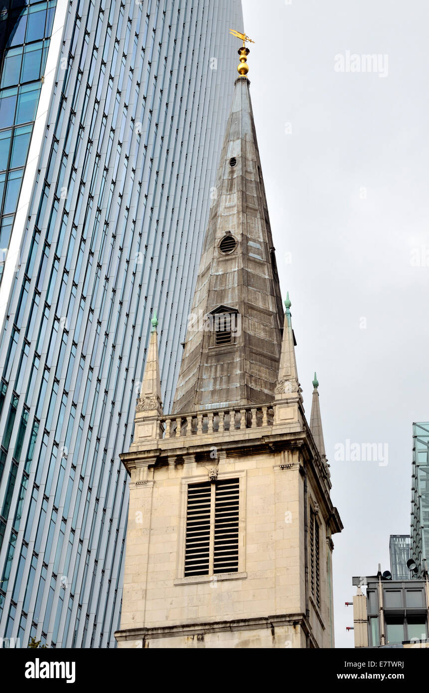 London, England, UK. St Margaret Pattens church, Fenchurch Street and the 'Walkie Talkie' building to the - Stock Image