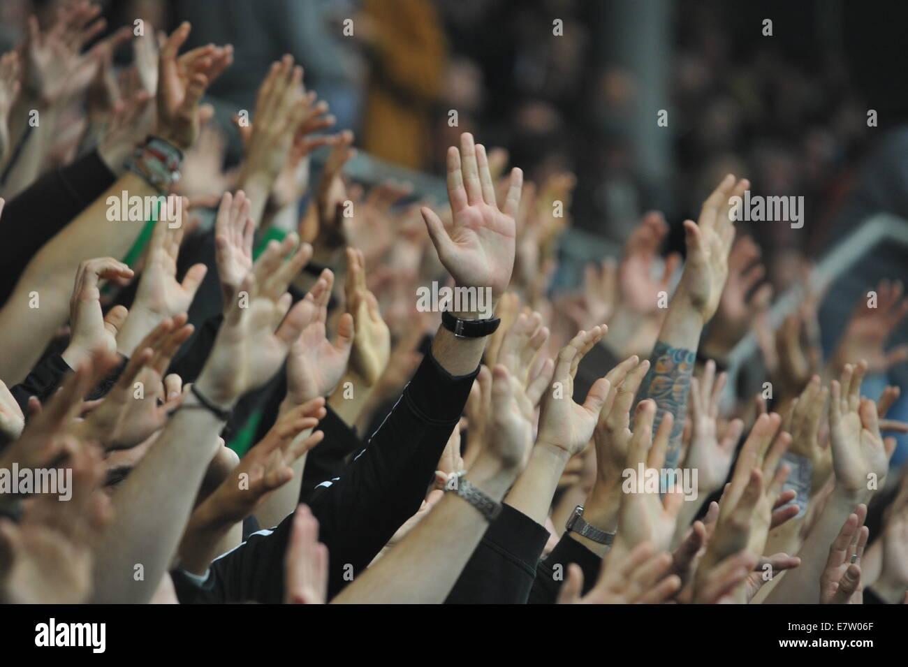 Torjubel, Südkurve, Millerntor-Stadion, Hamburg, Deutschland. - Stock Image