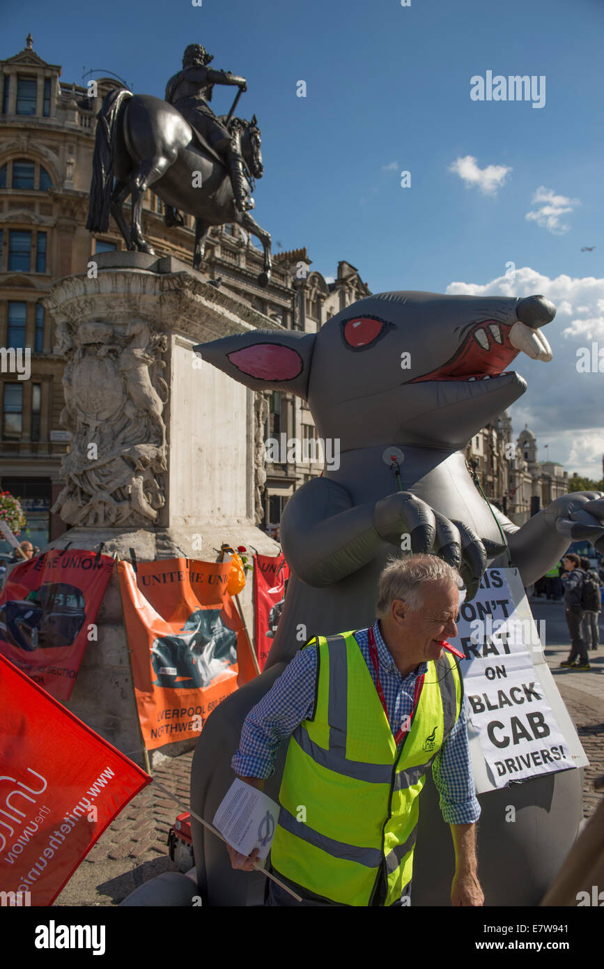 Central London, UK. 24th September 2014. Black cab taxi drivers protest TfL's taxi policies today by driving in - Stock Image